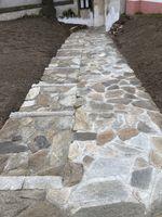 1a1a7334-kamenny-chodnik-s-bezbarierovy-pristupem.jpeg