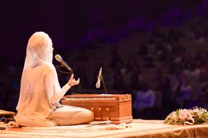 bc14376f-snatam-kaur-concert-part-one-artists-10-of-31_orig.jpg
