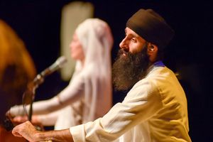c75da980-snatam-kaur-concert-part-one-artists-7-of-31_orig.jpg