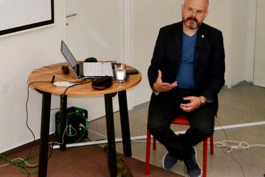 Rád mluvím o tom, jak kosmonautika pomáhá lidem naZemi a přispívá kzáchraně životů, říká Pavel Boháček