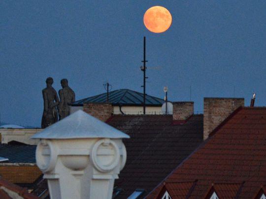 Prosinec: Venuše jako večernice a návštěva Vánoční komety